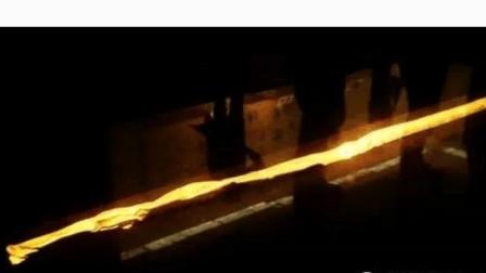农民烧砖挖出埃及黄金权杖, 和更多黄金面具, 轰