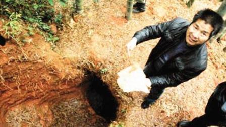 水塘里的水3天才抽干, 考古学家下去后脸就一变