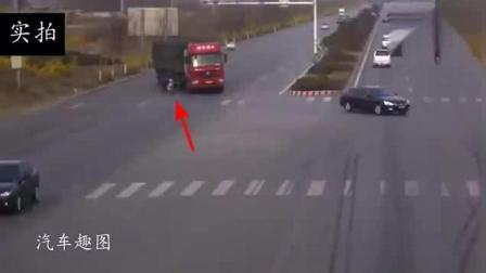 电动车明明看到了大货车, 还是选择了闯红灯, 接