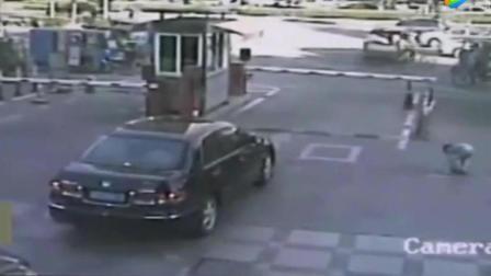 监控录下车祸诡离奇的一幕, 是怎么发生的?