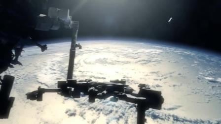 不是所有的UFO都是飞碟状, 国际空间站附近类外星