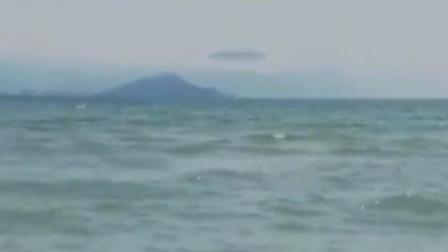 比小岛还要大, 实拍巨型疑似UFO飘过海面