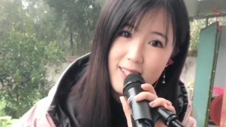 美女唱歌虽然不算很好听, 但总感觉有种特别的味