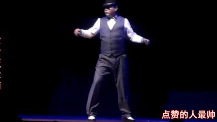 用苹果手机来电铃声跳机械舞, 他太有才了!