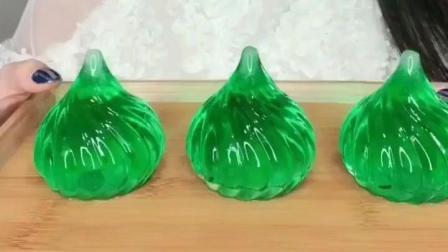 美女冻绿色包子冰, 晶莹剔透特别漂亮!
