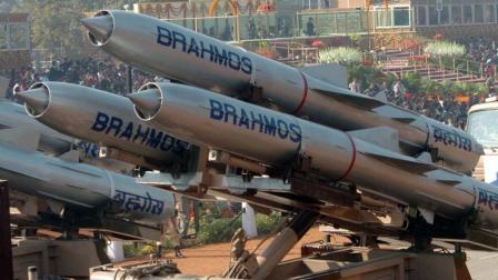 55年过去了, 印军又觉得自己成区域头号了, 又推上来布拉莫斯导弹