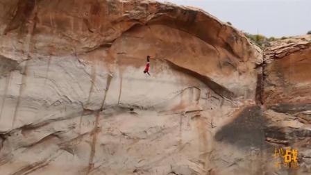 两名国外牛人一次疯狂的跳跃, 简直是不怕死的