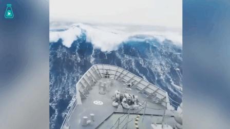 巨浪襲擊輪船瞬間, 壯觀又驚險