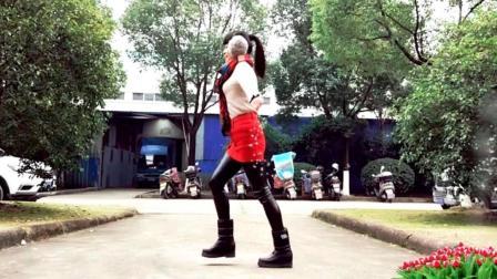 点击观看《麦芽广场舞《DJ最美爱情》完美的爱情在哪里,还不如跳一支舞》