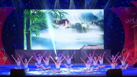 点击观看《银河艺术馆中国舞五级班 《寻胡隐君》《上学路上》少儿广场舞》