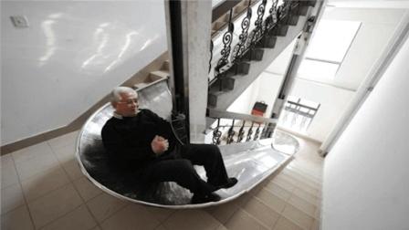 """70岁热心市民发明""""逃生滑梯"""", 从26楼到1楼仅需90秒"""