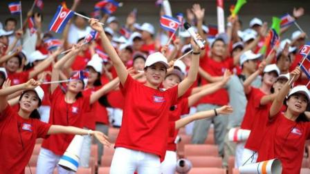 朝鲜美女啦啦队惊艳亮相平昌冬奥会 拍掌高歌应