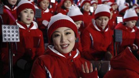 韩国冬奥会上朝鲜美女啦啦队成焦点, 旁边领队大
