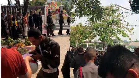 泰国警察赌场领新年红包