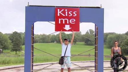 请 KISS ME, 恶搞路人, 最后来了个男的。哈哈#国外
