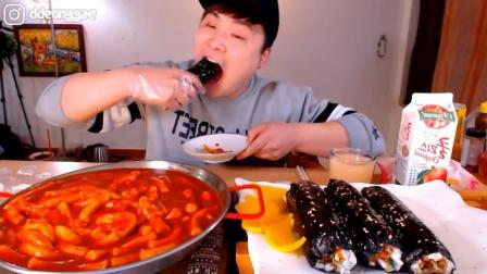 韩国大胃王胖哥, 吃一锅辣炒年糕, 超大块的紫菜包饭, 吃的太爽了