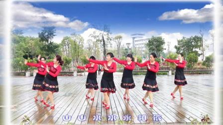 漂亮姐姐领舞 《山水唱情歌》 广场舞 集体