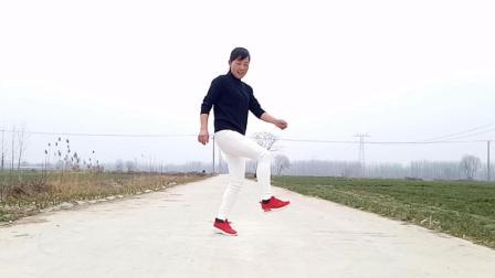 点击观看《玫香广场舞《老妹你真美》最火32步鬼步舞》