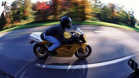 摩托高速上飙车 时速达299公里