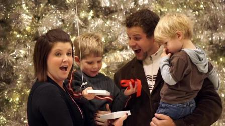圣诞创意广告The Surprising Spruce at Mall of America