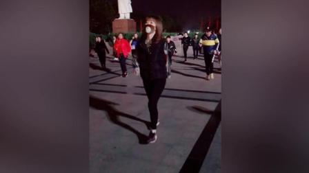石家庄阳阳美女带着口罩广场舞走起 口罩萌萌哒