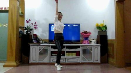 点击观看《中老年广场舞 最好的舞台 演唱 黄渤 陈伟霆 张艺兴 编舞 风中天使》