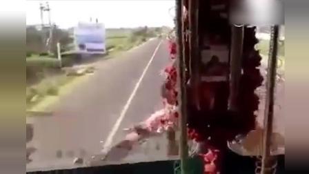 疯狂的阿三哥! 开车就是稳