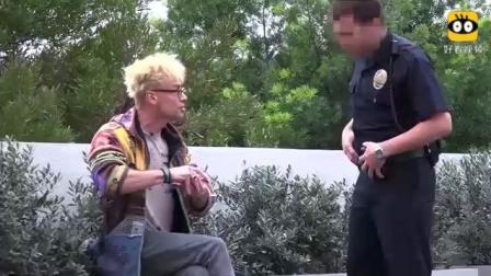 搞笑-魔术师在公众场所吸烟恶搞警察, 烟头瞬间
