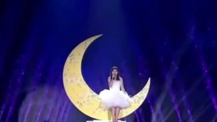 云飞和泰国美女这首歌掌声不断。网友: 云飞和谁