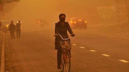 大风沙尘席卷甘肃兰州