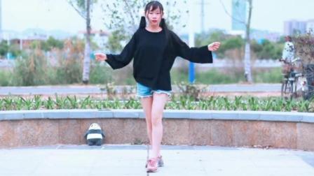 重庆沙坪坝美女跳广场舞《快乐向前冲》活力健身操