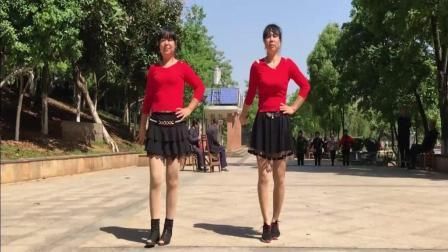 点击观看《最新入门手腕广场舞 亲爱的你在哪里 金盛小莉广场舞》