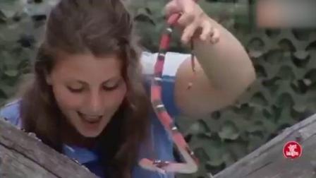 奇趣搞笑视频集, 国外野外爆笑恶搞游客, 有长虫