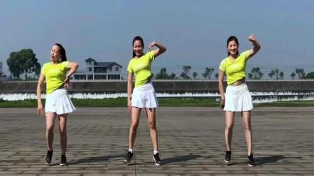 姐妹广场舞 藕断丝连 舞蹈动作做得很标准的漂亮的小姐姐