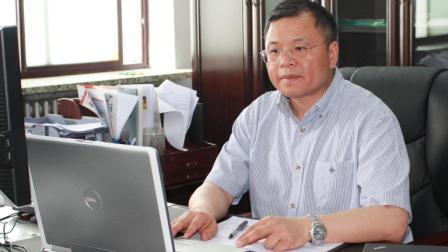 又一中国教授铁了心要回国, 帮中国用5年时间追上外国50年的成就
