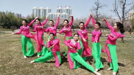 点击观看《健身民族舞教学 歌在飞 正背面示范 口令分解 美久广场舞教学视频》
