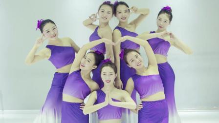 点击观看《欣赏少女曼妙身姿国风舞 竹林深处 中国舞》