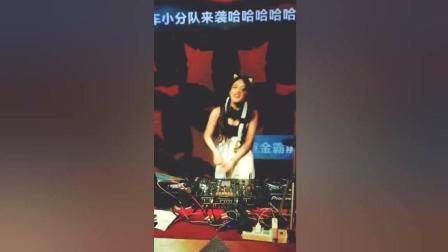 夜店女王, 一首DJ告诉你城里人的生活, 非常劲爆