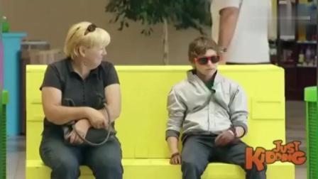 国外搞笑视频: 小男孩恶搞路人在椅子上休息