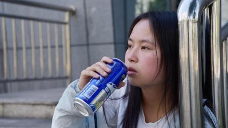 在公园里遇到醉酒女孩! 我猜应该是失恋了。我该怎么办?