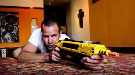 专门打苍蝇的手枪, 子弹就是食用盐, 一枪下去一大片, 世界都清净了