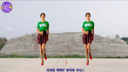 点击观看《六一儿童节舞蹈教学 文明三字经 阿采广场舞 正背面示范》