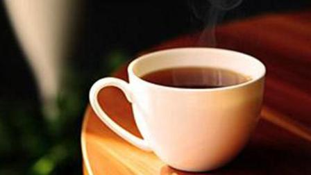每天喝一杯生姜泡水 能治疗咽喉肿痛 对皮肤也很好