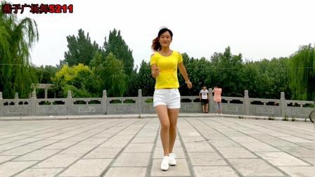 点击观看《燕子广场舞5211 鬼步舞 爱情不是菜 简单32步 好听好看》