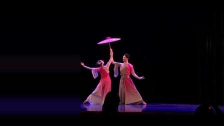 点击观看《古典舞 伞缘 撑着伞只为等待有缘人》