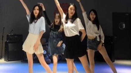 1.1大长腿小姐姐群体出击 翻跳韩国广场舞 T-rar女团 选一个吧