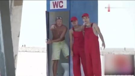 国外恶搞, 居然把厕所移到水边, 出来的人都傻傻
