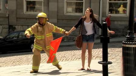 恶搞: 房屋火灾, 消防员因一块披萨而见死不救