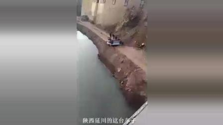 车子从高空坠落, 手机拍下的现场, 简直太可怕了