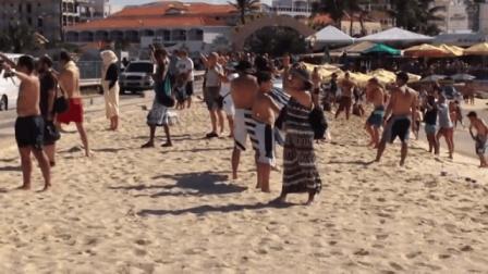 炎炎夏日沙滩除了沙滩泳装美女, 当然还有不一样